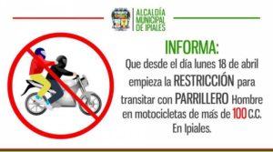 Männliche Beifahrer auf dem Motorrad sind verboten