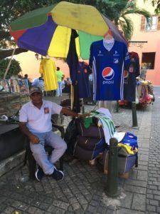 Strassenverkäufer Cristobal im informellen Arbeitsmarkt